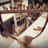 Η λύρα του Απόλλωνα (με ξύλινο σκαφτό ηχείο) - seikilo.com