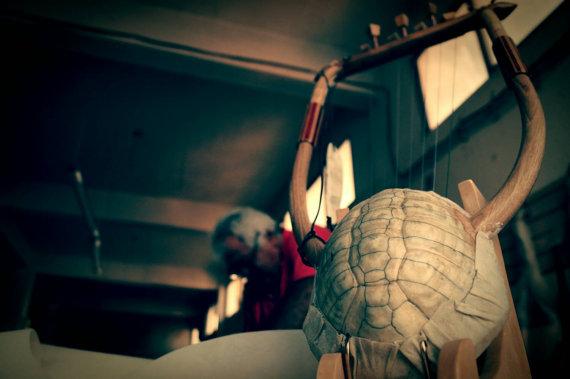 Η λύρα του Ερμή (Χέλυς 7χορδή με εκμαγείο καυκάλου) - seikilo.com