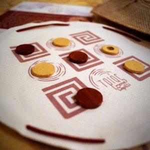 Τριάς - αρχαίο ελληνικό παιχνίδι - Seikilo - www.seikilo.com